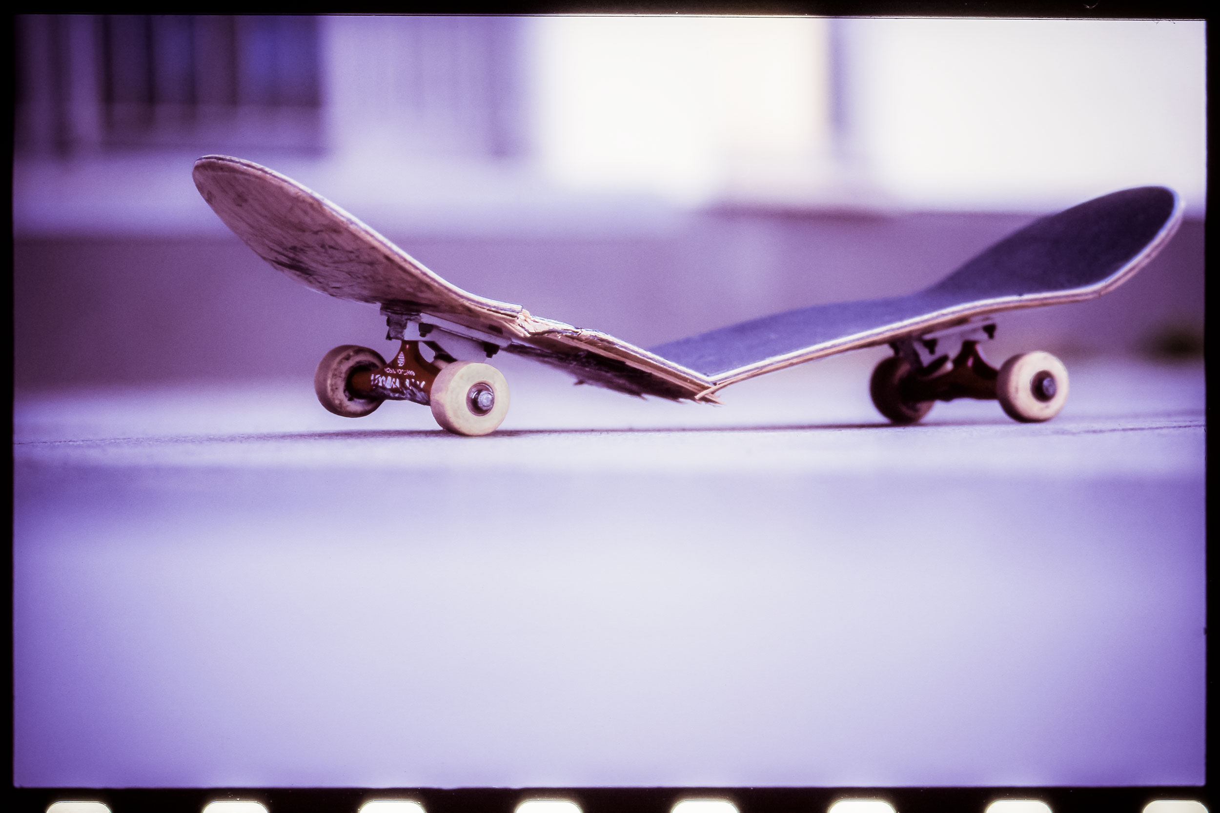 Broken Skateboard, Analogfotografie, Willi Nothers