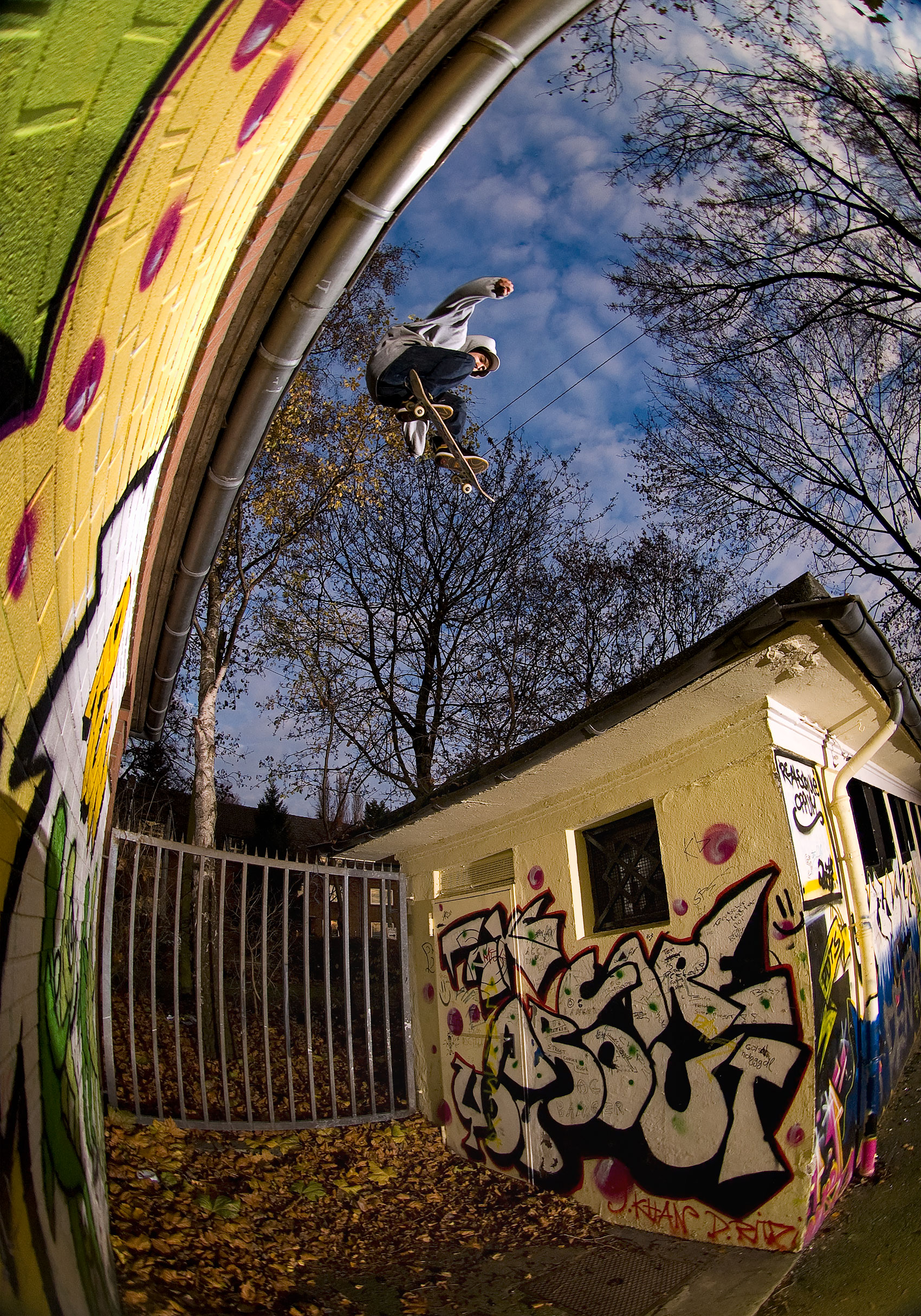 Medi Manu, Editorial,  Skatefoto, Roof to Roof, Willi Nothers